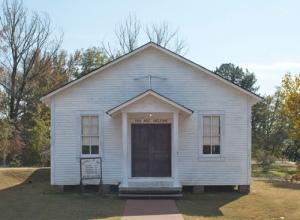 church-where-elvis-presley-sang-as-a-boy-tupelo-ms-elvis-presley-32763905-500-368
