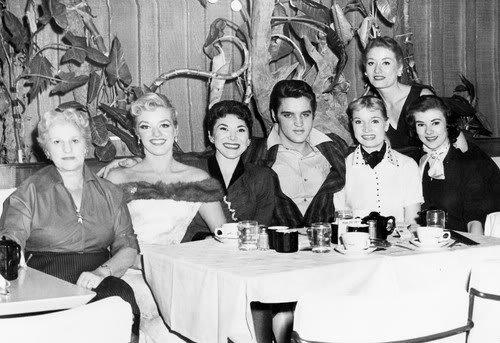 dorothy-dorbens-venus-starlets-at-new-frontier-nov-1956-marilyn-evans-with-handkerchief-blog