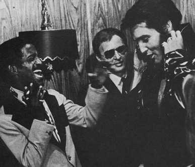 elivs-presley-and-sammy-davis-jr-elvis-presley-18544777-500-428