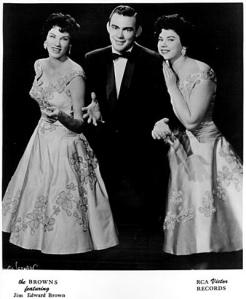 "CIRCA 1957:  (L-R) Maxine Brown, Jim Ed Brown and Bonnie Brown of the brother and sister country group ""The Browns"" pose for a portrait in circa 1957. (Photo by Michael Ochs Archives/Getty Images)"