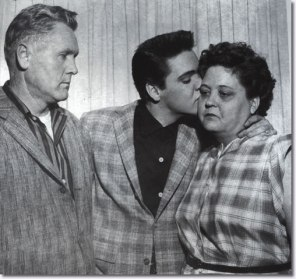 vernon-elvis-gladys-march24-1958-2