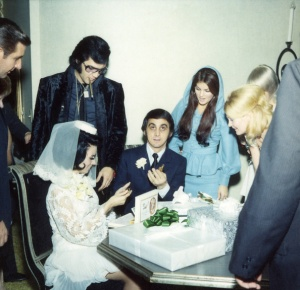 American rock legend Elvis Presley and his wife Priscilla attend George Klein's wedding with Barbara Little in Elvis' International Hotel Suite. (Photo by Frank Carroll/Sygma via Getty Images)