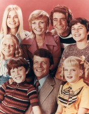 circa 1972:  The Brady family, from the television series, 'The Brady Bunch'. Top row (left to right) Maureen McCormick, Florence Henderson, Barry Williams, Christopher Knight; bottom row: Eve Plumb, Mike Lookinland, Robert Reed and Susan Olsen.  (Photo by Hulton Archive/Getty Images)