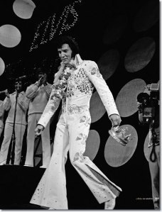 1973-january-14-aloha-elvis-with-his-crown