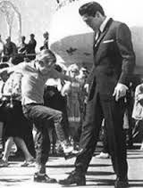 Kurt Kicks Elvis